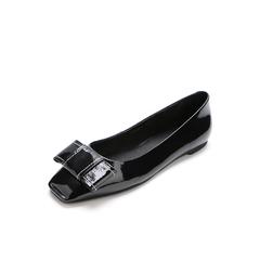 Belle/百丽2018春季新品黑色漆皮牛皮方头平跟浅口女单鞋22303AQ8
