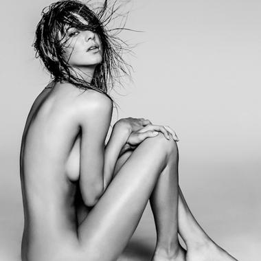 金大姐18岁小妹詹娜全裸出镜 没姐凹凸长腿逆天