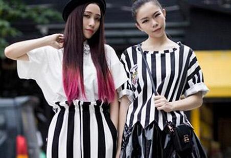 [原宿风欧美服装搭配图片真的这么好看吗]现在流行的原宿风欧美服装搭配图片真的这么好看吗