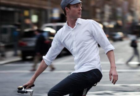 [2015年男式秋季长款白衬衫怎么穿好看]时尚达人教你秋款长袖白衬衫搭配